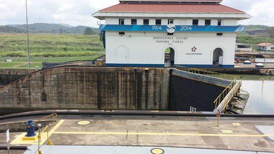 Panama Canal Partial Transit Tour: Miraflores Locks