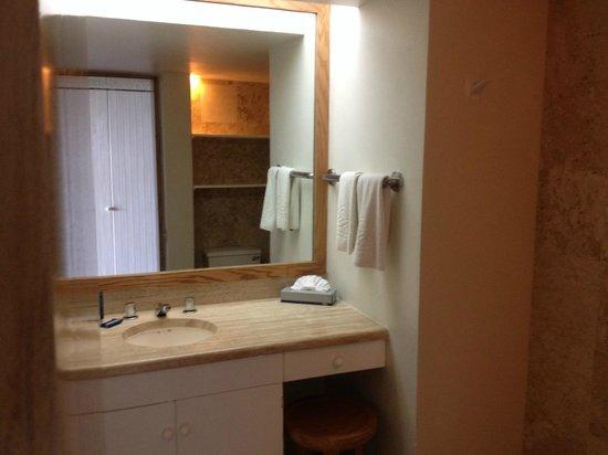 Club Regina Cancun: Bathroom