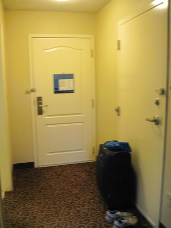 Hampton Inn Arkadelphia: Entryway to room