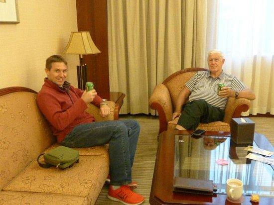 Grand Mercure Xian on Renmin Square: Relaxing in the lounge
