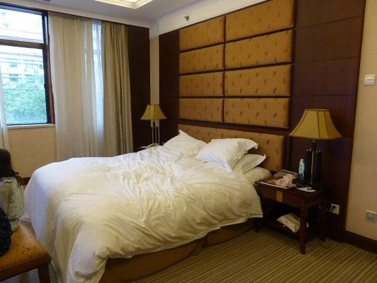 Grand Mercure Xian on Renmin Square: Large comfortable bed