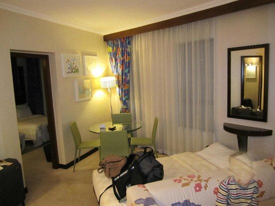 Cosmopolitan Hotel Hong Kong: Dining