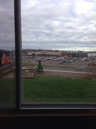 Days Inn Duluth/By Miller Hill Mall: View out my window. Close to food and mall
