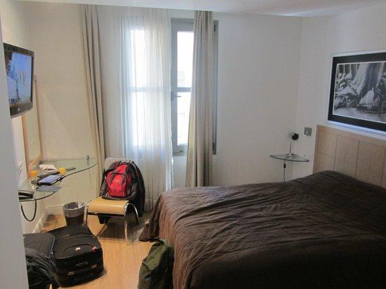 Chic Hotel: Vista general habitación