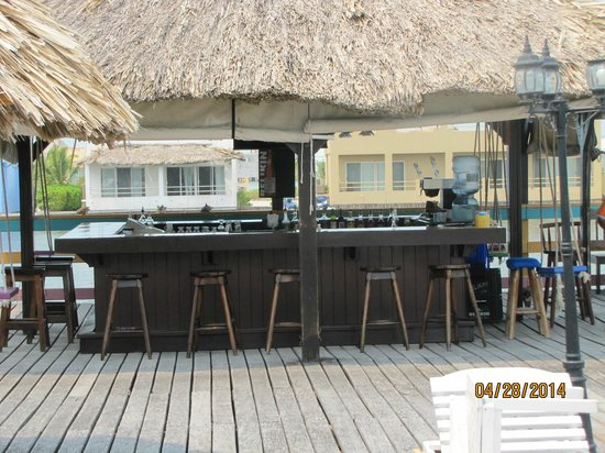 Reef Village Resort: Use to be a nice bar