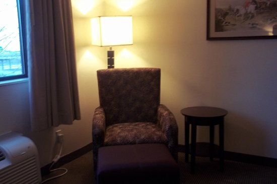 Clarion Hotel Airport: It makes the room a little crowded, but a separate seating area is available.