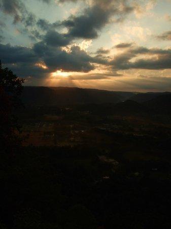Berea Pinnacles: Sunrise Hike at the East Pinnacle