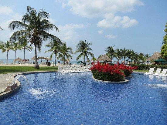 Royal Decameron Golf, Beach Resort & Villas : Un sector de piscinas bajas
