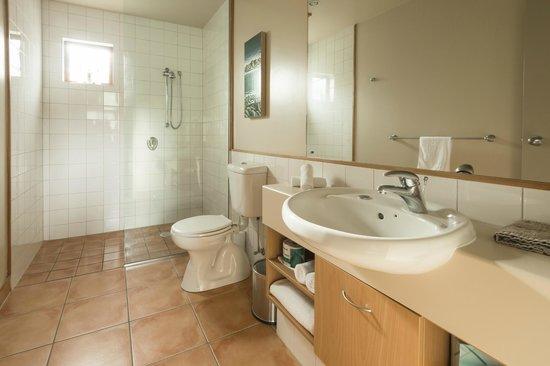 Glenfern Villas Franz Josef: Bathroom