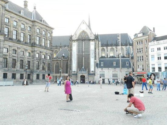 Swissotel Amsterdam: Praça DAM