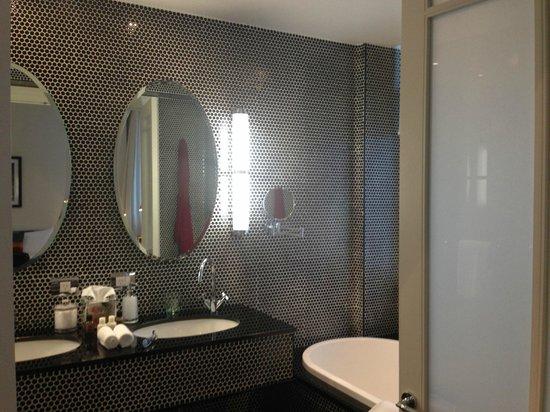 Hotel DeBrett : Bathroom with red velour robe!