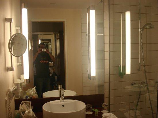 Movenpick Hotel Frankfurt am Main City: baño estupendo