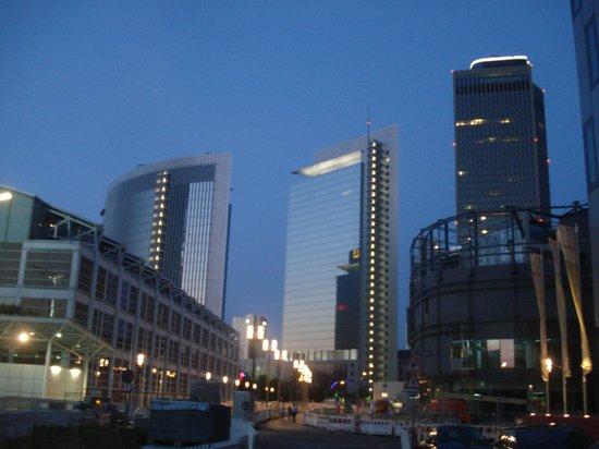 Mövenpick Hotel Frankfurt am Main City: a la salida del hotel