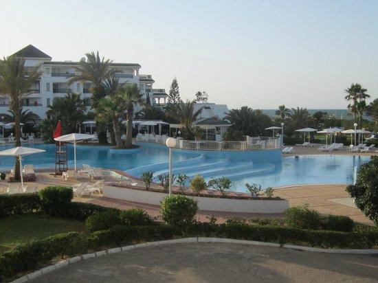 El Mouradi Palm Marina: Pool/Beach area
