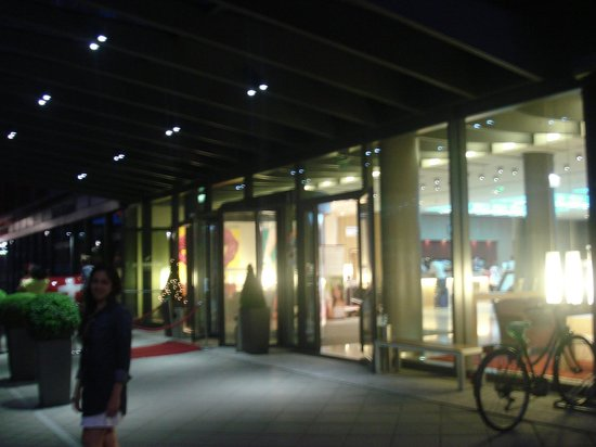Mövenpick Hotel Frankfurt am Main City: la entrada