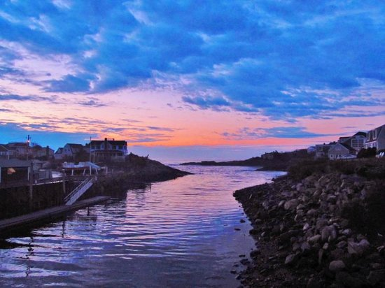 Riverside Motel: Sunrise over the entrance to Perkins Cove