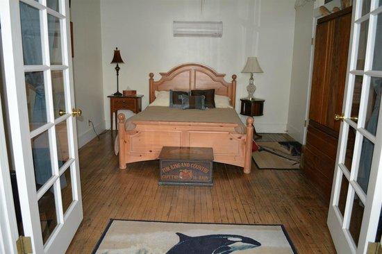 Bisbee Grand Hotel: Captains Suite Bedroom 1