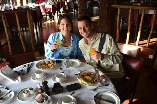 Serengeti Serena Safari Lodge: Mimosas served with breakfast buffett