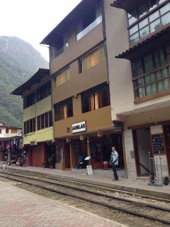 Adelas's Hostel: Frente do hotel