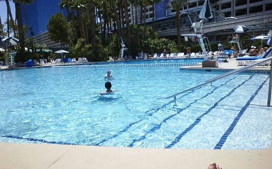Bally's Las Vegas Hotel & Casino : POOL