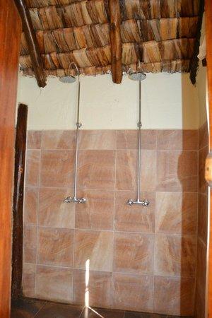 Arusha Safari Lodge: Shower
