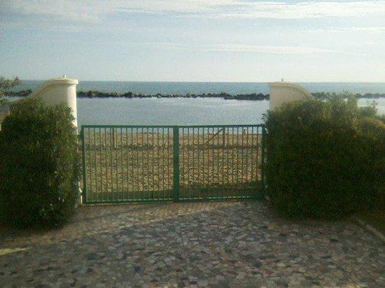 Villaggio Vacanze Torre Marina: Ingresso in spiaggia