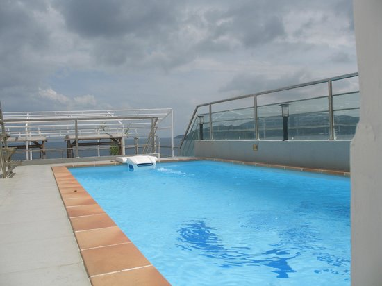 Ruby Hotel Nha Trang : Бассейн на крыше