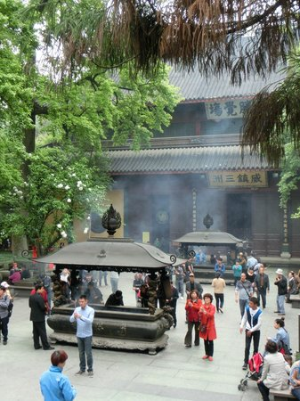 Lingyin Temple: It was not so crowded during weekday.