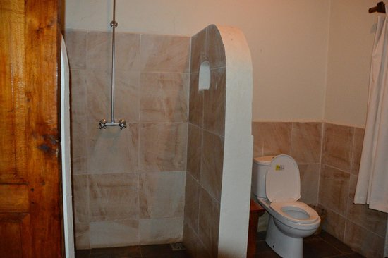 Arusha Safari Lodge: Bathroom