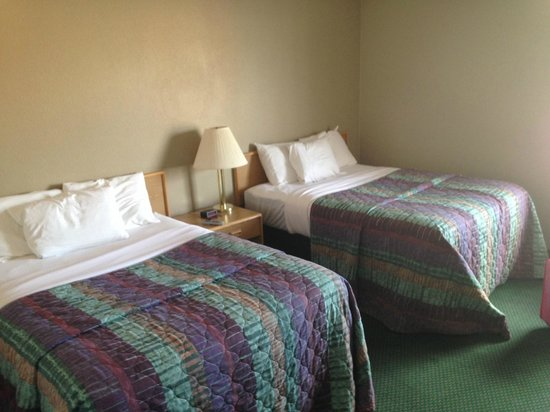 Red Ledges Inn: Two double bed room
