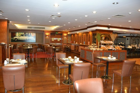 Radisson Blu Conference & Airport Hotel: Dining area