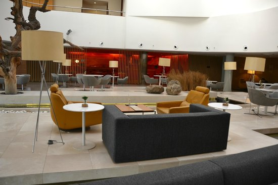 Radisson Blu Conference & Airport Hotel: Lobby