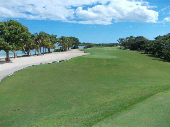 Natadola Bay Championship Golf Course : Golf Course - 4th