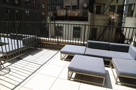 Residence Inn New York Manhattan / Midtown East: litle terrace with the room