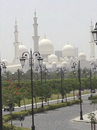 The Ritz-Carlton Abu Dhabi, Grand Canal: View of Mosque from Porte Cochere