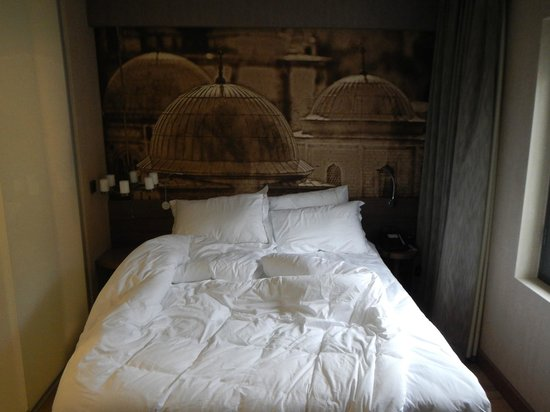 Boutique Saint Sophia Hotel: Double (Queen?) bed, hard mattress