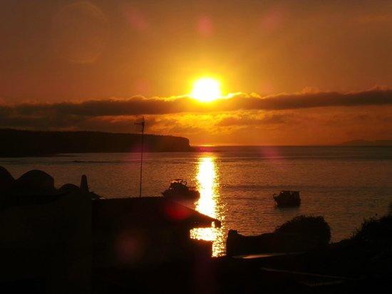 Isla Sol by Hotel Solymar: Nascer do sol em Galápagos.