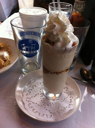 Full Moon Cafe: Salted caramel and bacon ice cream sundae