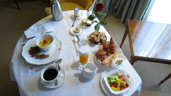 InterContinental Carlton Cannes: Breakfast in the room