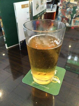 Duffy's Sports Grill: Bebida bem gelada!