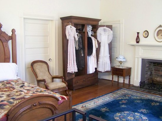 Ivy Green: Helen's dresses & clothing