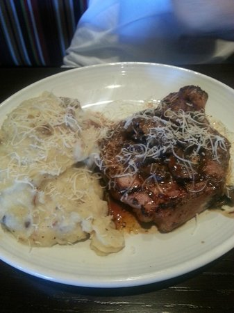 Carrabba's Italian Grill : Pork Chops with Mashed Potatoes