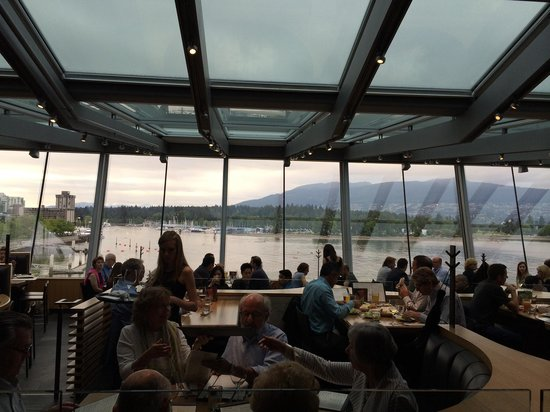 Cactus Club Cafe: Dining area looking out onto Coal Harbour and Stanley Park. Nice!