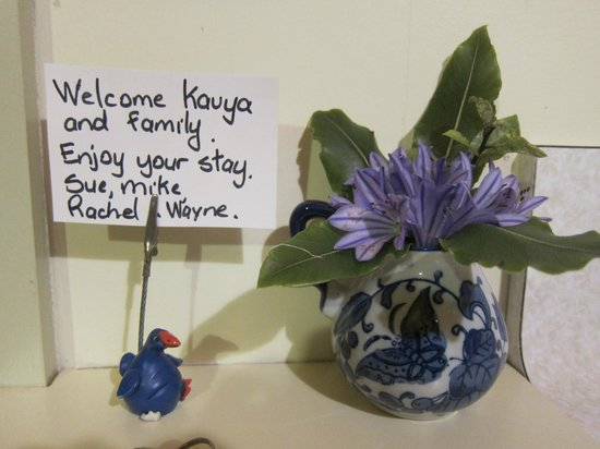 Harris Hill Cottages: Welcome card