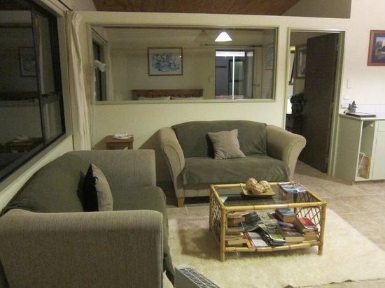 Harris Hill Cottages: Living room