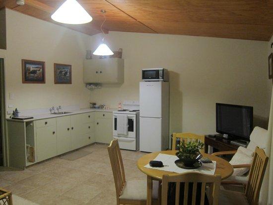 Harris Hill Cottages: kitchen