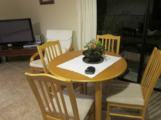 Harris Hill Cottages: Living/Dining