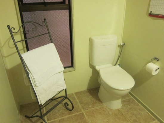 Harris Hill Cottages: bathroom