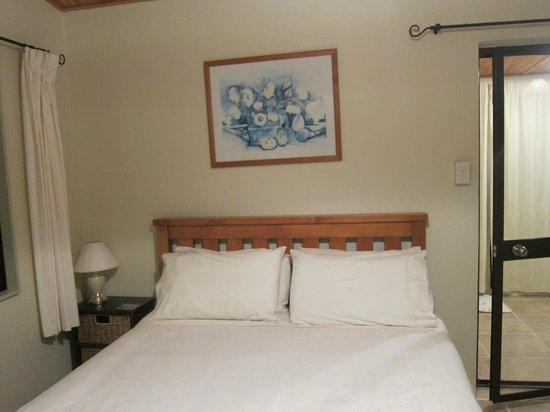 Harris Hill Cottages: bedroom 1
