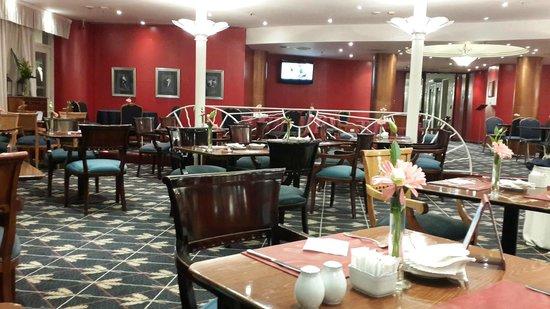 Abasto Hotel: vista del comedor y adorno de las mesas